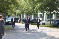 Unions-Kanzlerkandidat Armin Laschet am 12. August 2021 in Dresden beim Chiphersteller Global foundries